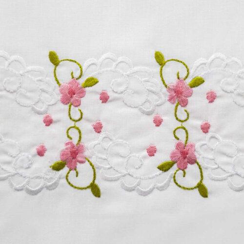 Μαξιλαροθήκες με κέντημα ανθάκι ροζ κοντινό