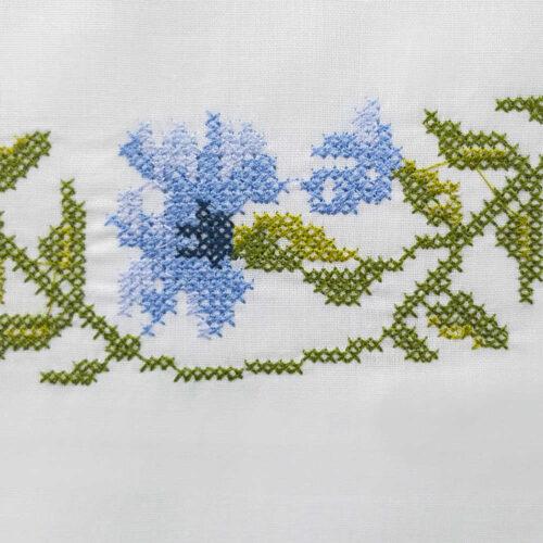 Μαξιλαροθήκες με κέντημα γαρδένια μπλε1